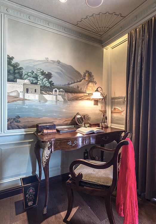 Desk and make-up counter in The Jahan's Lord Byron Suite